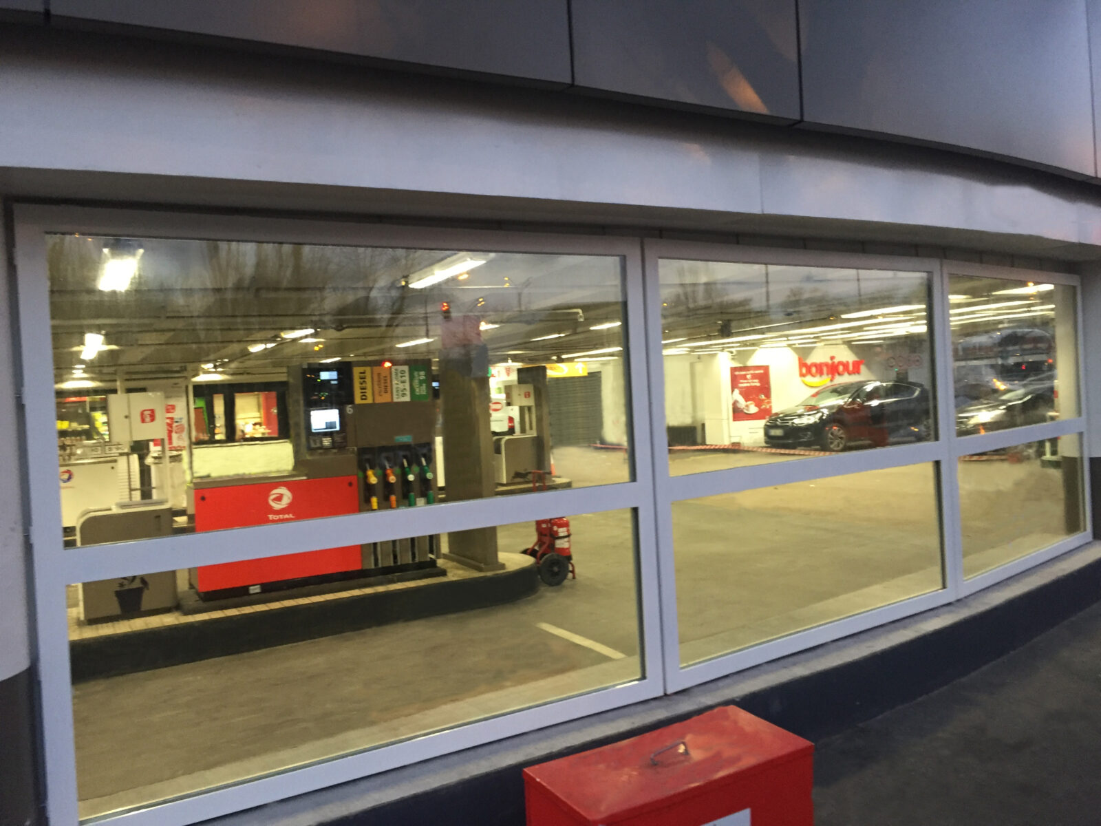 cloisons EI120 pour des stations Total à Paris